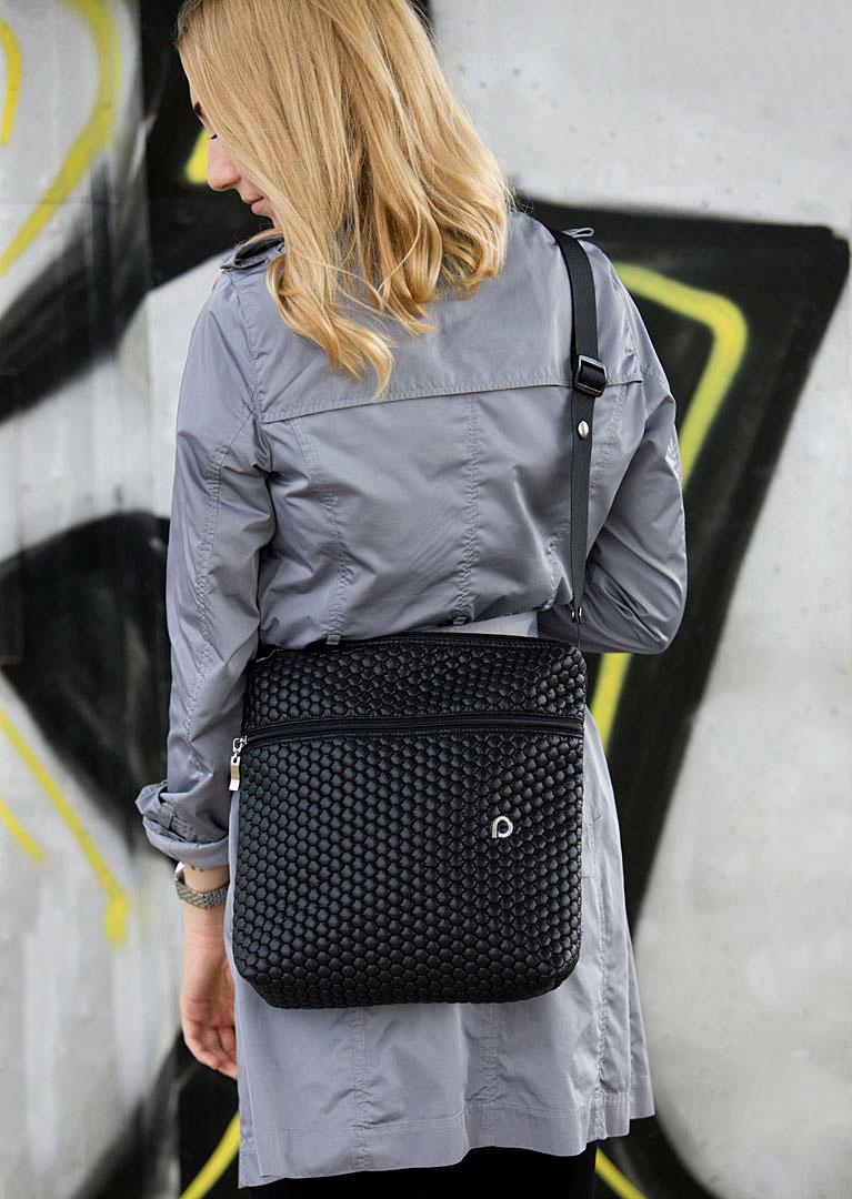 kliknutít zobrazíte maximální velikost obrázku  Black Comb- crossbody pelenkázó táska - KICSI